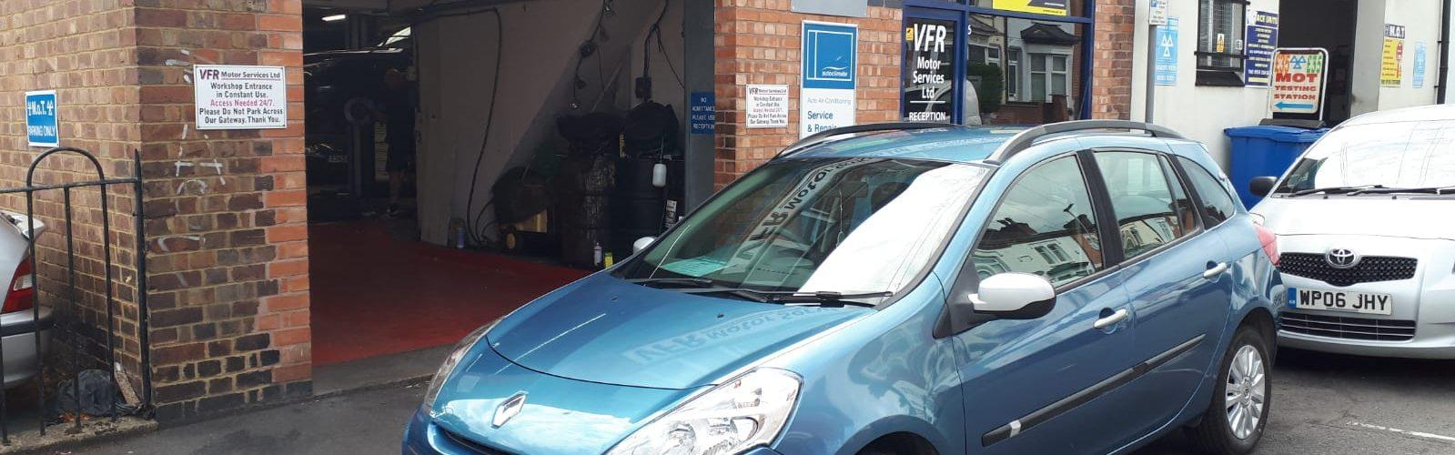 2010 Renault Clio Estate - Front