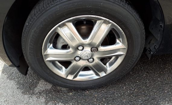 Can I change a car tyre myself?