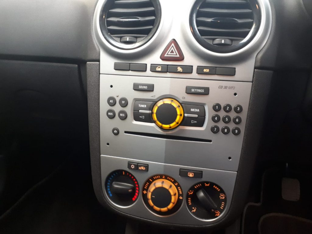 SOLD! 2003 Vauxhall - dash